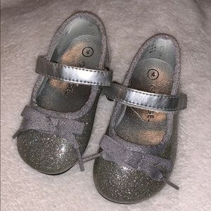 Girl silver shoes